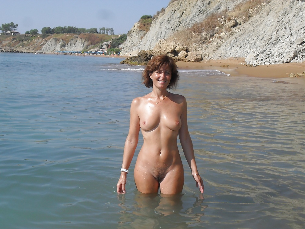 зрелые голые на пляже фото