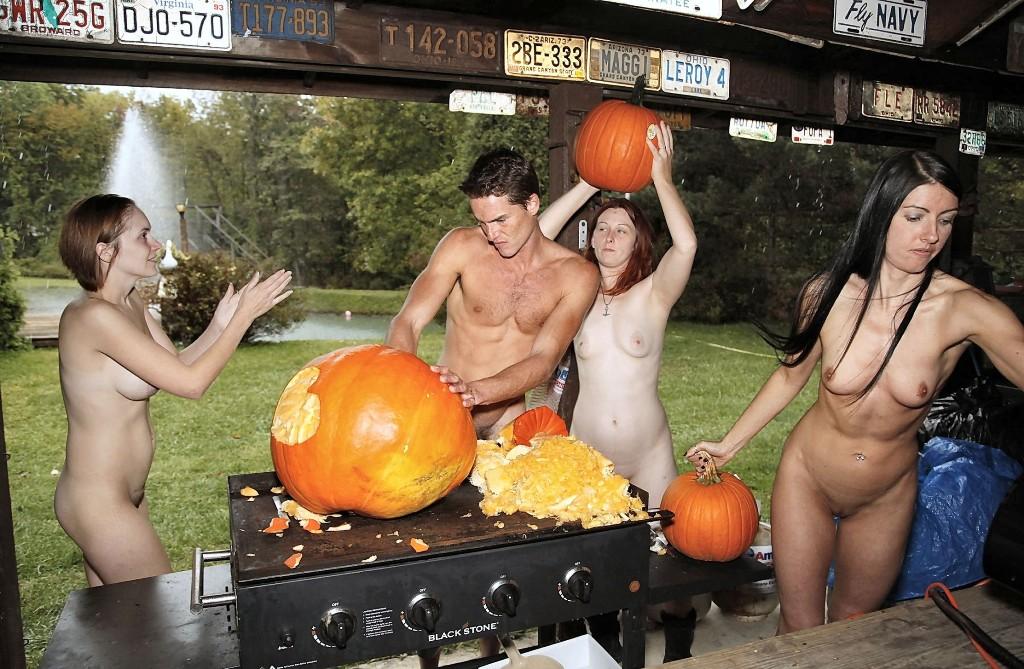 Os naturistas celebram a chegada dohalloween
