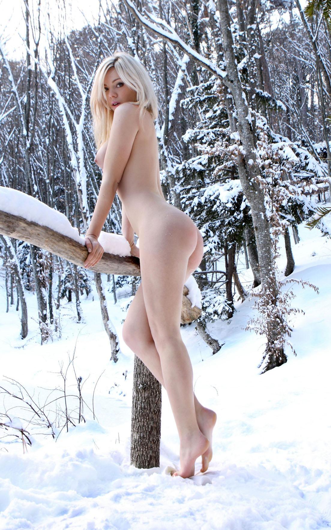 фотографии девушек зимой голых всплеска популярности
